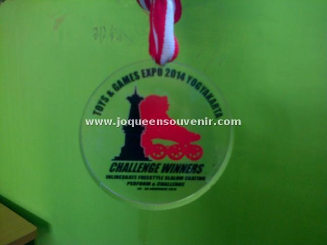 produksi medali