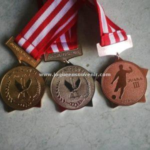 produksi medali unik